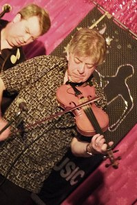 Mike Piggott - Ever-trilling violin breaks...
