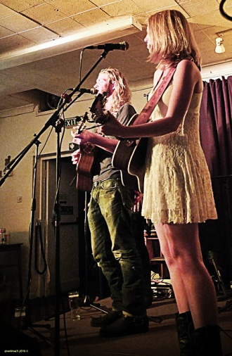 Rachel Laven + Niko Laven - THE LAVENS Down By The Riverside in Staines. Picture: @neilmach 2016 ©